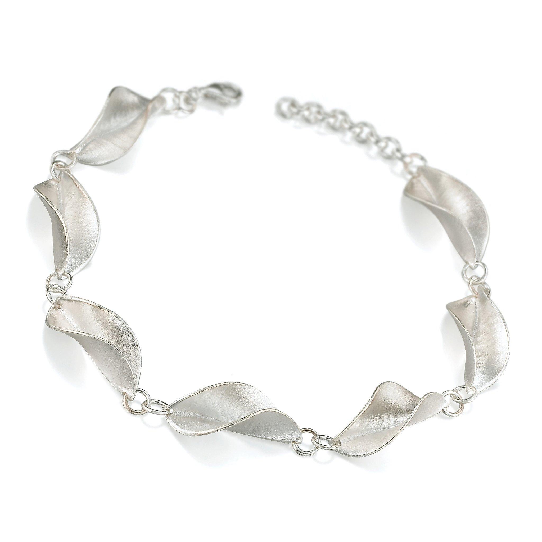 Mavilo Twisted Leaf Bracelet